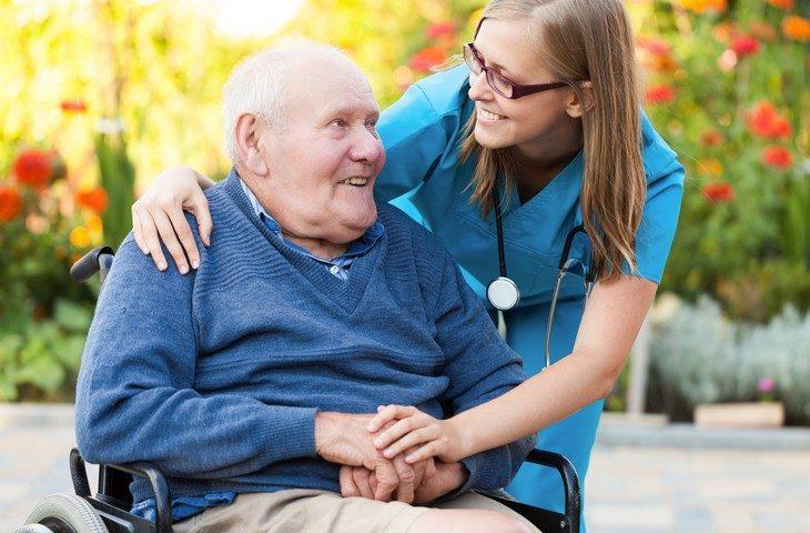 Comment prendre en charge de la dépendance des personnes âgées
